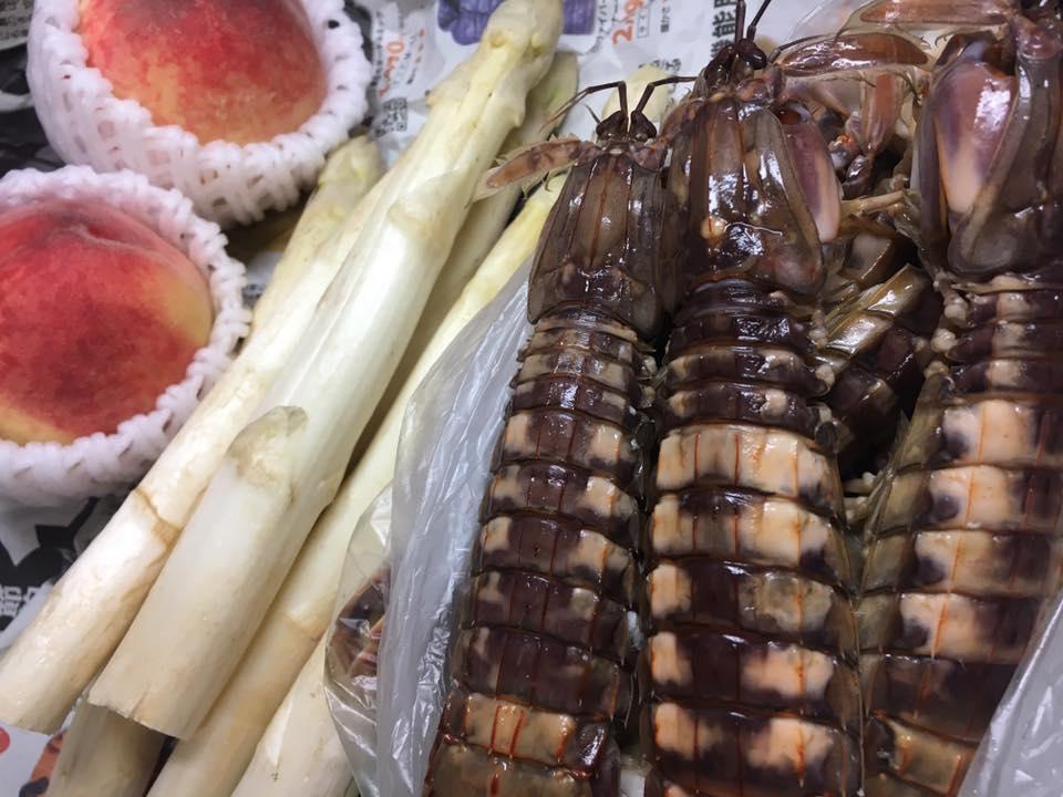 シャコの浜茹でを小樽市場で仕入れ