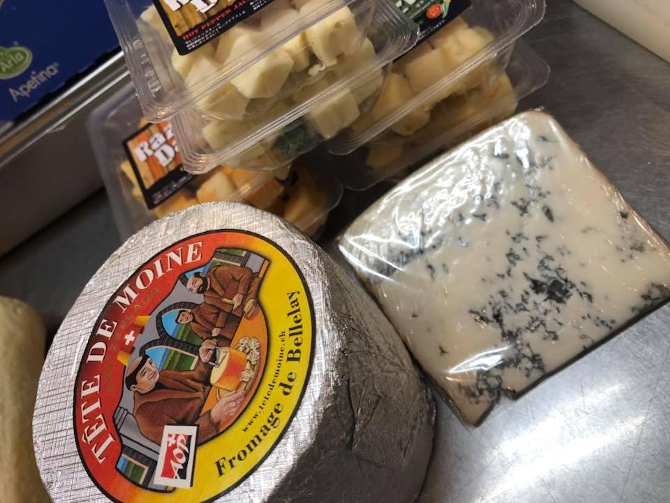 イタリアの青カビチーズが入荷しました